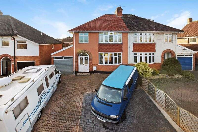 3 Bedrooms Semi Detached House for sale in Quantock Road, Bridgwater