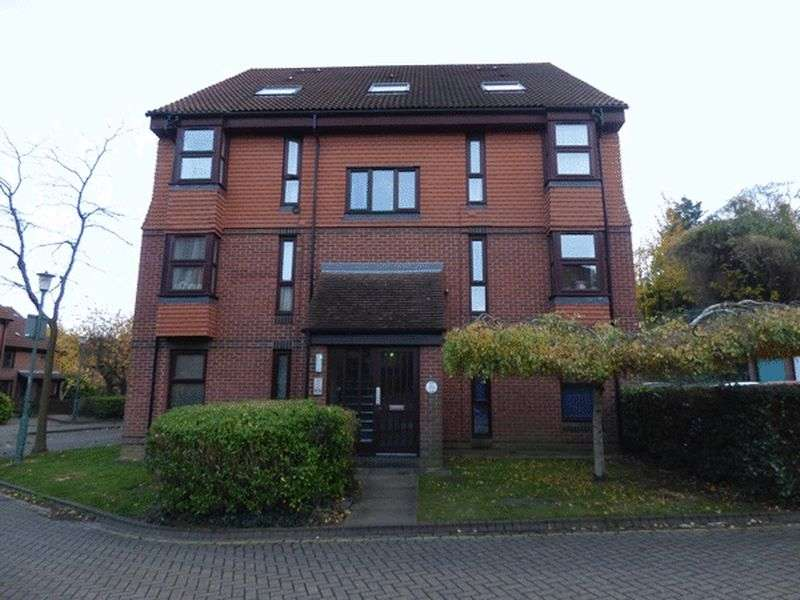 Flat for sale in Hope Close, SUTTON, Surrey