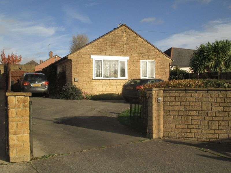2 Bedrooms Detached Bungalow for sale in Ilchester Road, Yeovil