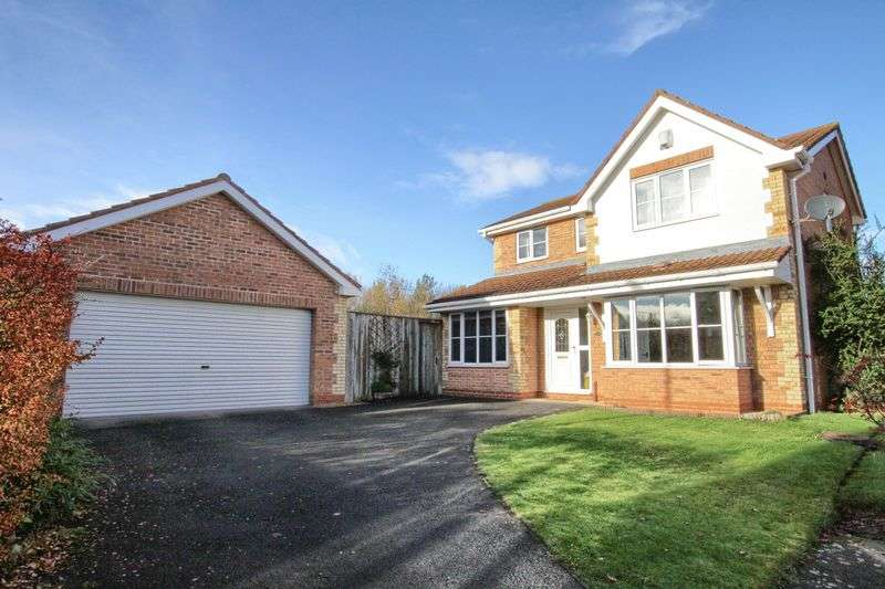 4 Bedrooms Detached House for sale in Bernica Grove, Sober Hall