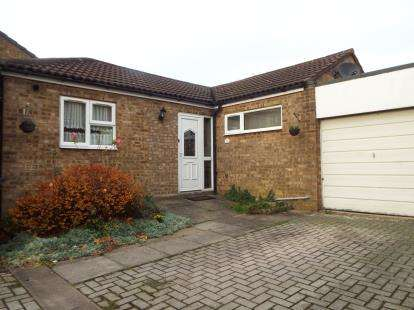 4 Bedrooms Bungalow for sale in Hastings Close, Stevenage, Hertfordshire, England