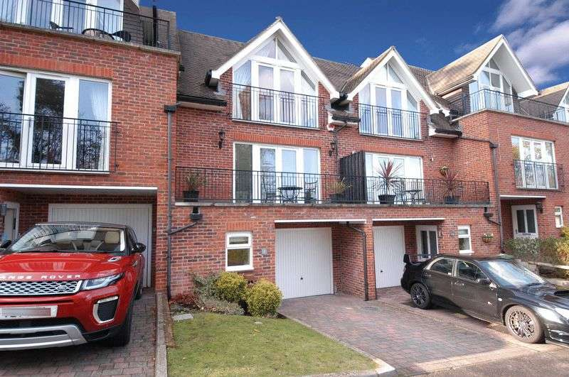 3 Bedrooms Terraced House for sale in St. Faiths Court, Bearsted