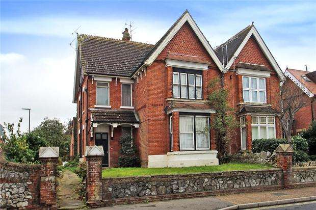 7 Bedrooms Semi Detached House for sale in Arundel Road, Littlehampton, West Sussex, BN17