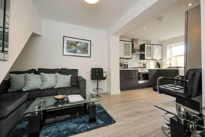 2 Bedrooms Flat for sale in College Road, Bromley, BR1