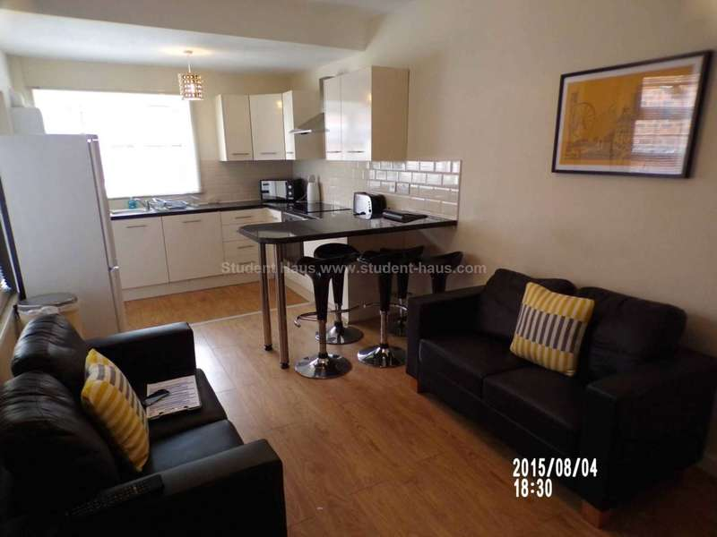 5 Bedrooms House for rent in Mabfield Road, Manchester, M14 6LW