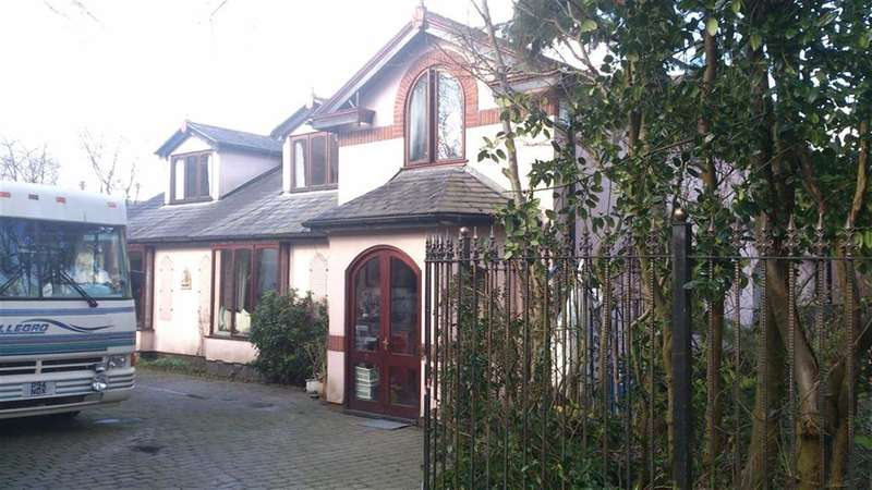 4 Bedrooms Property for sale in Devon Avenue, Whitefield, Manchester