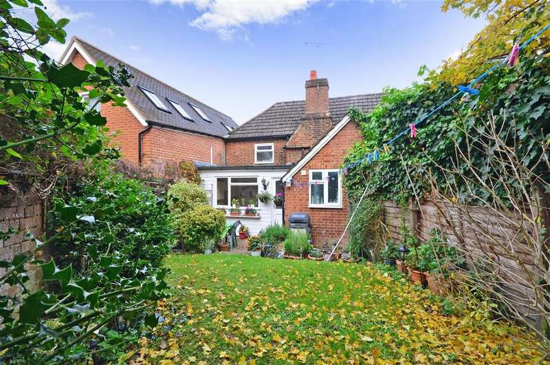 2 Bedrooms Terraced House for sale in Church Street, Dorking, Surrey