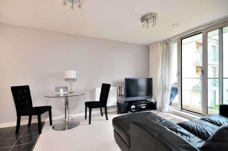 1 Bedroom Flat for sale in Clayponds Lane, Brentford, TW8