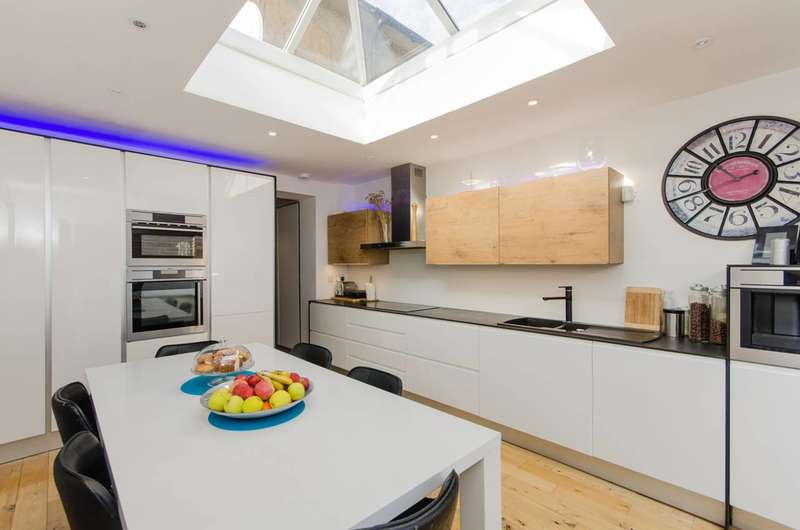 3 Bedrooms Terraced House for sale in Isham Road, Norbury, SW16