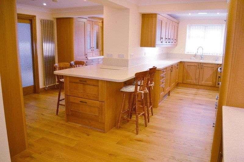 5 Bedrooms Detached House for sale in Windsor Close, SUDBROOKE