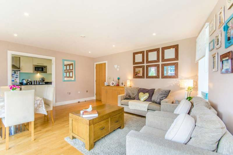2 Bedrooms Flat for sale in Drayton Park, Highbury, N5