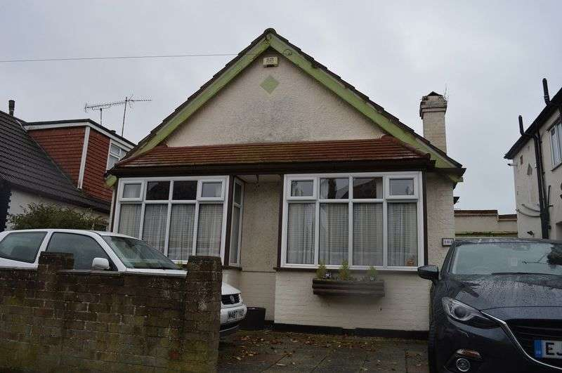 3 Bedrooms Detached Bungalow for sale in Rylands Road, Southend-On-Sea