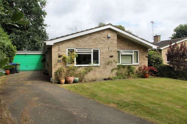 3 Bedrooms Detached Bungalow for sale in St Johns, Woking, Surrey