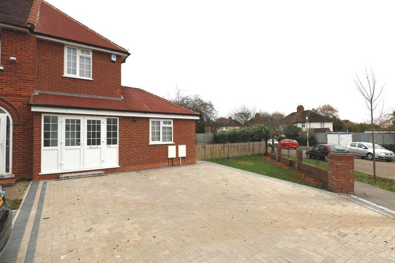 3 Bedrooms Semi Detached House for rent in Winser Drive Reading