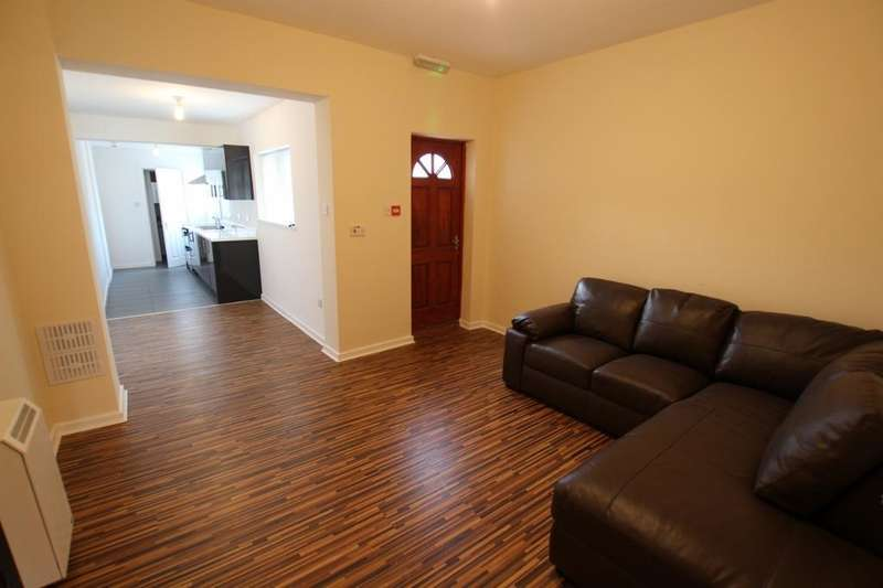5 Bedrooms Flat for rent in Great Western Street, Rusholme, Manchester, M14 7hu