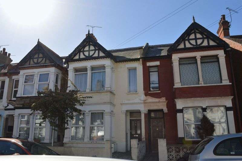 2 Bedrooms Flat for sale in Burdett Avenue, Westcliff-On-Sea
