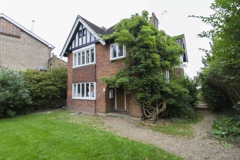 4 Bedrooms Detached House for sale in High Road, Loughton