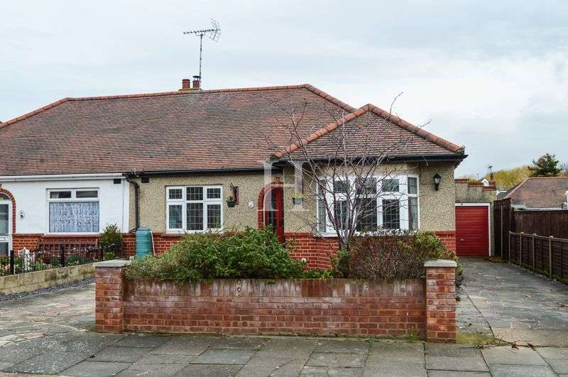 2 Bedrooms Semi Detached Bungalow for sale in Thornford Gardens, Southend-On-Sea, Essex, SS2