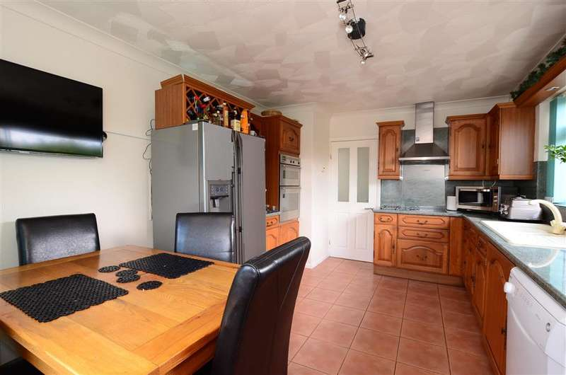2 Bedrooms Detached Bungalow for sale in Bayview Road, Peacehaven, East Sussex