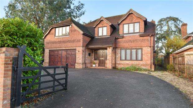 5 Bedrooms Detached House for sale in Britwell Road, Burnham, Buckinghamshire