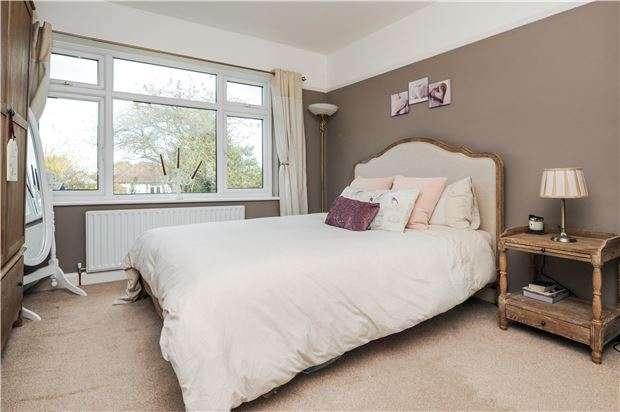 4 Bedrooms Semi Detached House for sale in Crofton Road, ORPINGTON, Kent, BR6 8AF