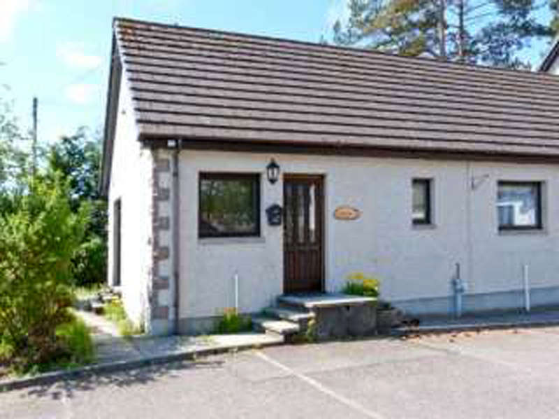 1 Bedroom Cottage House for sale in Newtonmore, PH20 1BB