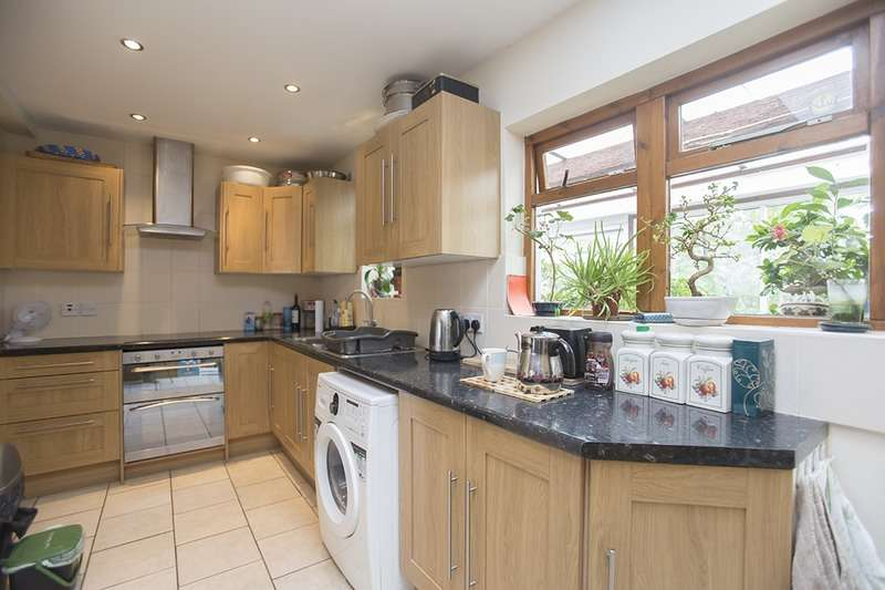 3 Bedrooms Terraced House for sale in Bradley Road, Enfield, Middlesex, EN3