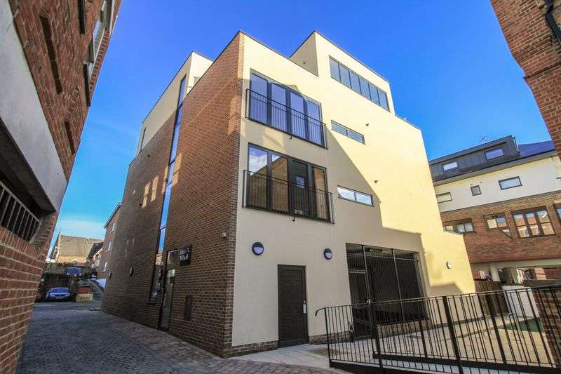 2 Bedrooms Flat for sale in Harry's Wharf, Lyons Crescent, Tonbridge