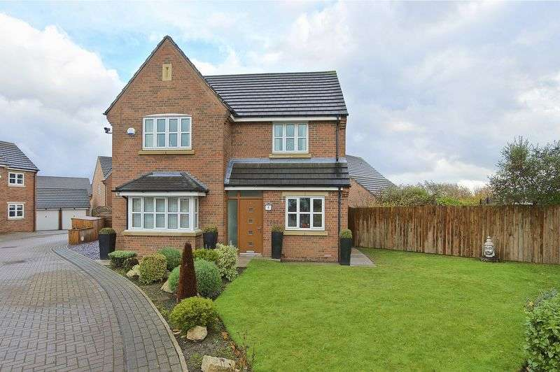 4 Bedrooms Detached House for sale in Steeple Close, Morley, Leeds