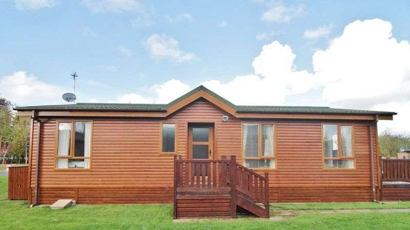 2 Bedrooms Property for sale in Red Robin Way, Lytham FY8 4NA