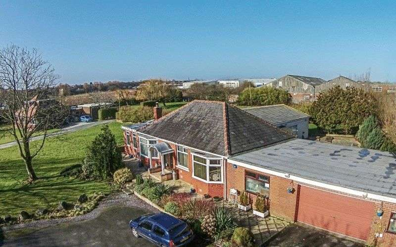 3 Bedrooms Detached Bungalow for sale in Lee Road, Blackpool FY4 4QS