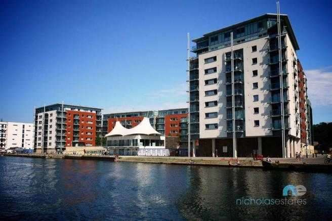 2 Bedrooms Apartment Flat for sale in Capstan House - Secure Parking & Water views