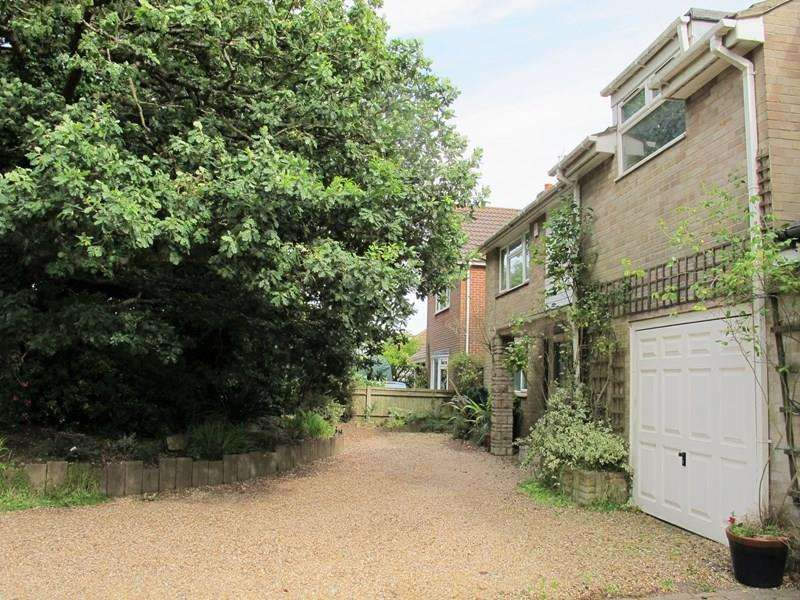4 Bedrooms Detached House for sale in Woodcote Lane, Fareham