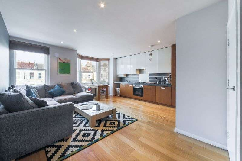 2 Bedrooms Flat for sale in Gleneagle Road, London