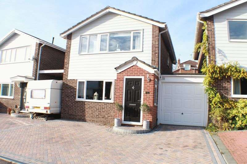 3 Bedrooms Detached House for sale in Queens Road, Warsash