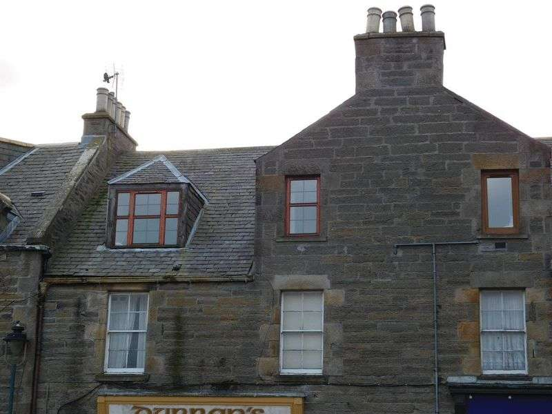 2 Bedrooms Flat for sale in Sir Johns Square, Thurso, Caithness KW14 7AN