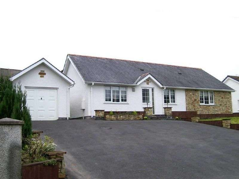 3 Bedrooms Detached Bungalow for sale in Heol y Felin, Pencader