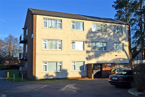 2 Bedrooms Apartment Flat for sale in THORNHILL COURT, RHIWBINA, CARDIFF