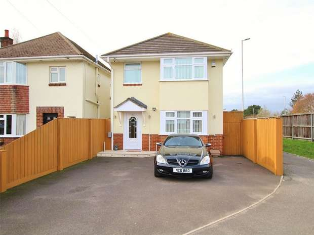 3 Bedrooms Detached House for sale in Darbys Lane, Oakdale, POOLE, Dorset
