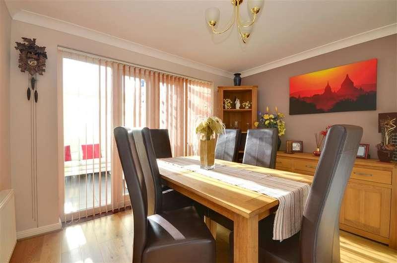 4 Bedrooms Detached House for sale in Honner Close, Hawkinge, Folkestone, Kent