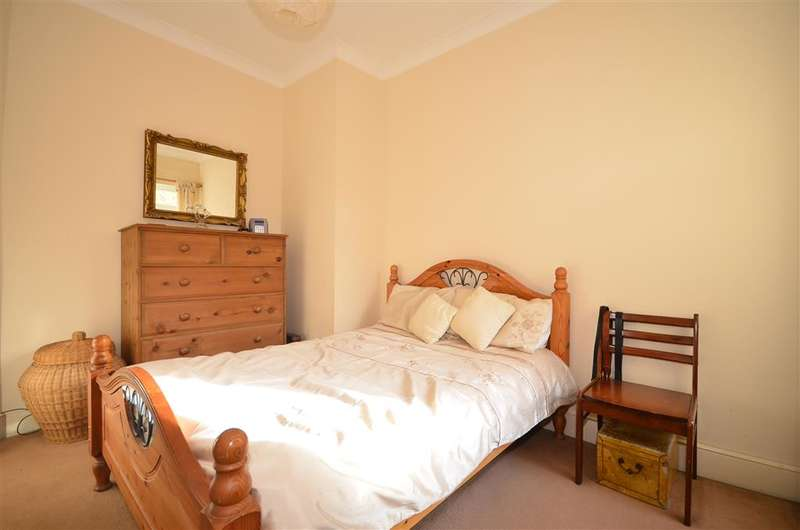 2 Bedrooms Ground Flat for sale in Tavistock Road, South Woodford