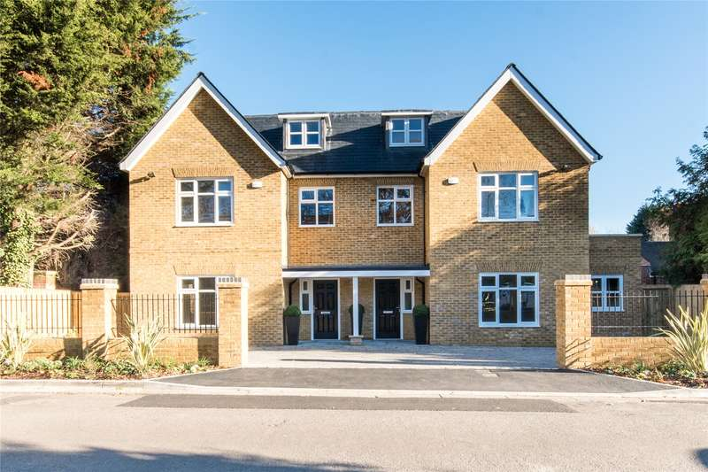 4 Bedrooms Semi Detached House for sale in Lynne Walk, Esher, Surrey, KT10