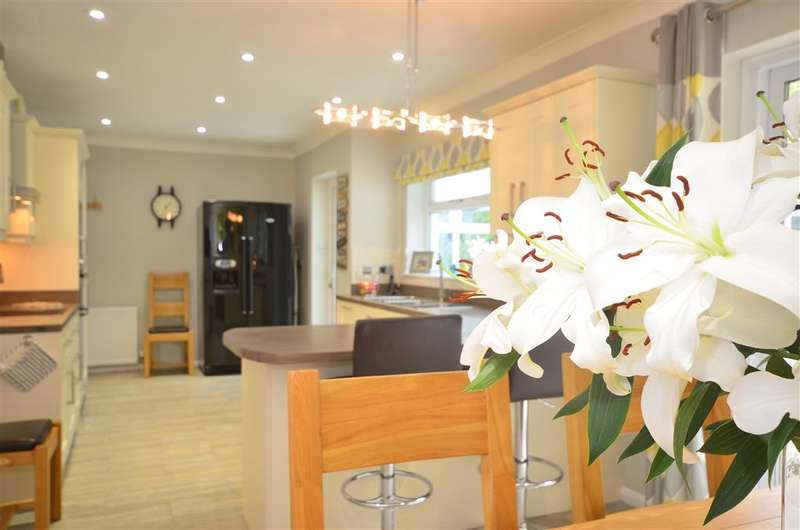 4 Bedrooms Detached House for sale in Top Street, Bolney, Haywards Heath, West Sussex