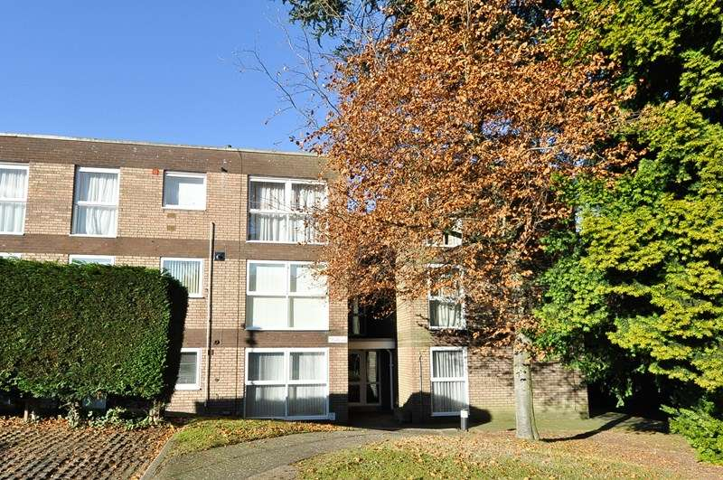 2 Bedrooms Flat for sale in Seymour Close, Selly Park, Birmingham
