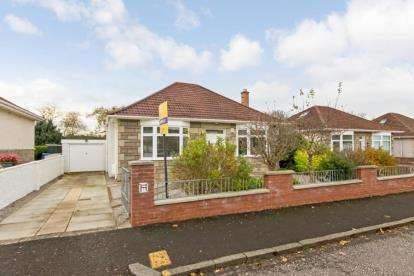 3 Bedrooms Bungalow for sale in Willow Park, Ayr