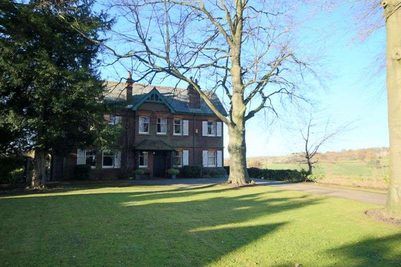 5 Bedrooms Detached House for sale in Oulton Road, Stone