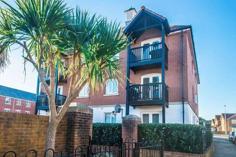3 Bedrooms Flat for sale in Santa Cruz Drive, Eastbourne, BN23