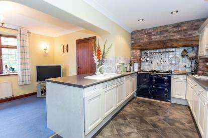 3 Bedrooms Detached House for sale in Green Lane, Bevere, Worcester, Worcestershire