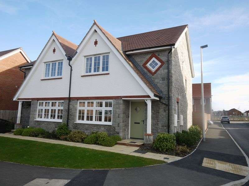 3 Bedrooms Semi Detached House for sale in Holsworthy