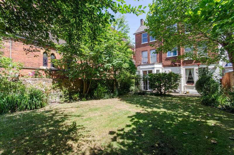 3 Bedrooms Flat for sale in West End Lane, West Hampstead, NW6